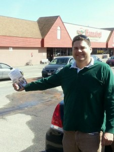 Shane Allen of UFCW Local 919 hands out flyers at Hannaford Bros. in Brookfield, Mass.